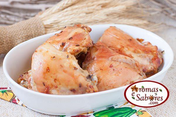 Receita de sobrecoxas de frango assadas com laranja e lavanda