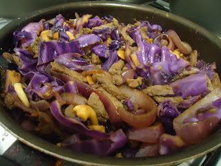 Receita: Picadinho de carne no shoyo com repolho roxo
