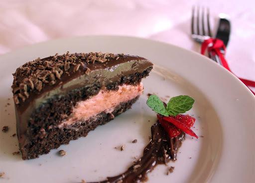 Bolo de Chocolate com Mousse de Morango