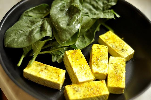 Tofu v špenátových listoch