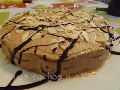 bolo de bolacha com açucar refinado