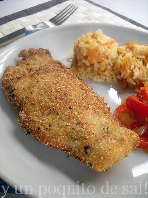 merluza rebozada con polenta. arroz con zanahorias y fideos