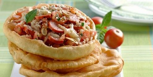 Pizza Frita de Salsicha