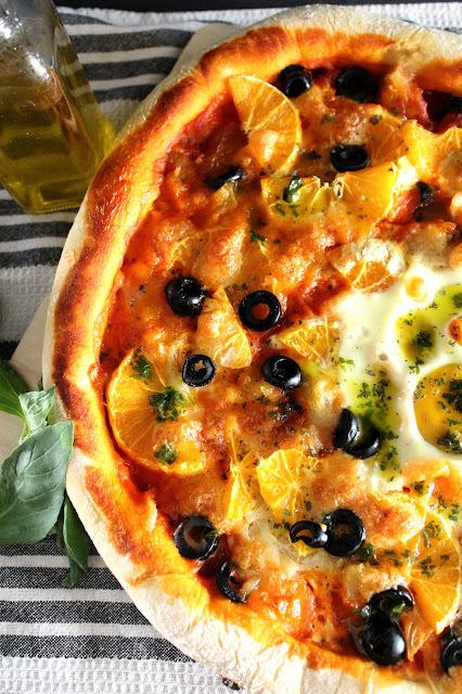Pizza de remojón granadino para el #Asaltablogs [Receta paso a paso con niña de 7 meses al lado]