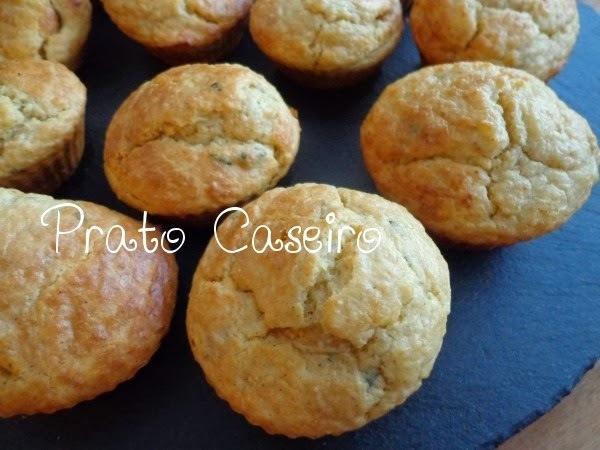Muffins de maçã, canela e coco e iogurte