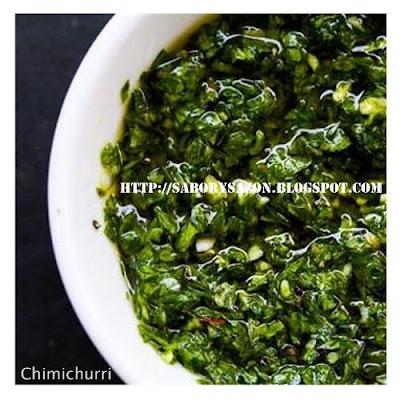Como preparar salsa CHIMICHURRI - El complemento perfecto para una buena carne a la parrilla - Receta del chimichurri