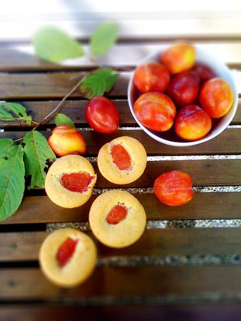 black doris plum muffins