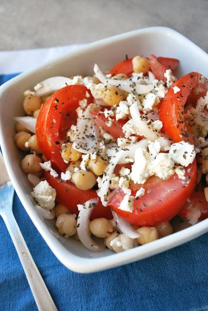 ensalada de tomates y garbanzos