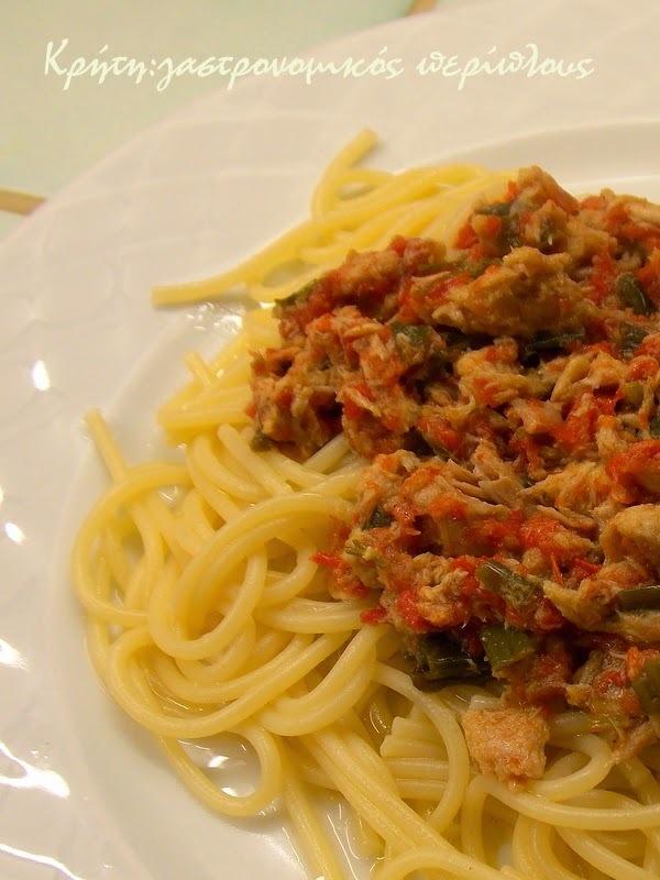 Μακαρονάδα με σάλτσα τόνου
