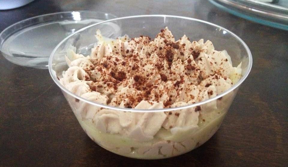 Bolo no Pote de Chocolate com Creme de Coco com Limão e Cobertura de Chantili com Ovomaltine