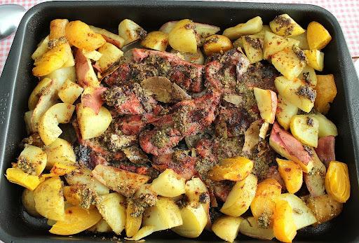 Bisteca Assada com Bacon e Batatas Coradas