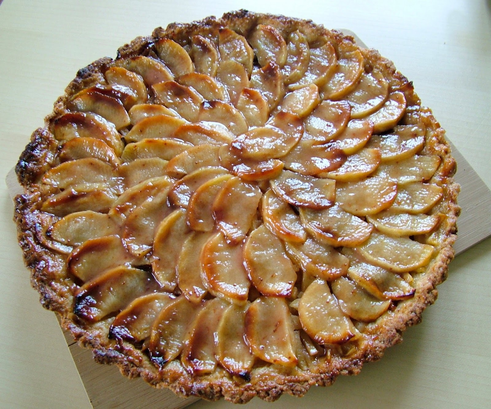 francuzsky jablkovy kolac s karamelom