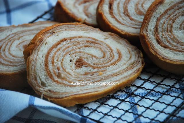 Marble Chocolate Wheel Bread 大理石车轮面包 (65C Tangzhong Method)