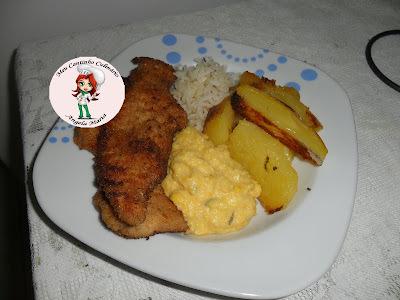 Peito de frango à milanesa com creme de milho