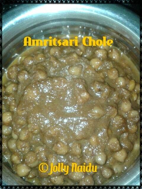 Amritsari Chole Recipe | White Chickpeas Curry in Punjabi Style