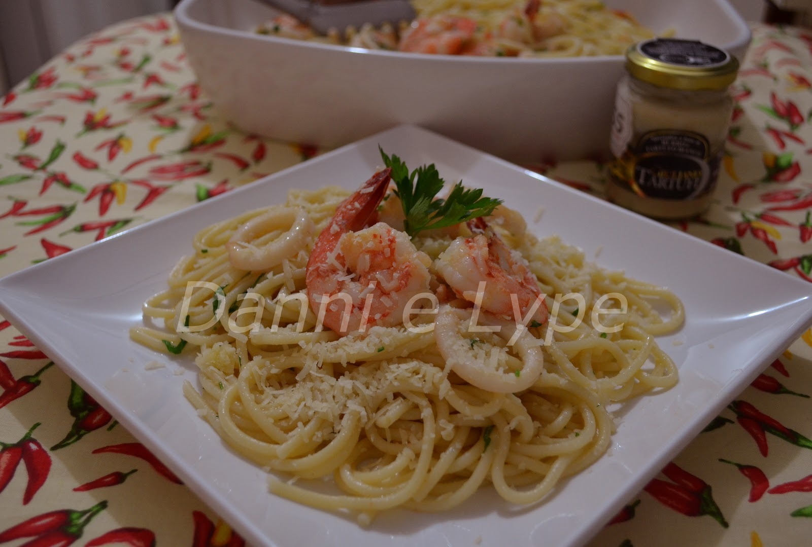Spaghettoni com Camarão, Lula e Trufa Branca