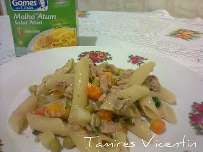 Macarrão com legumes ao molho de atum