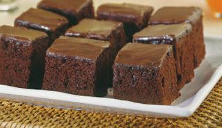 como fazer bolo de chocolate tabuleiro grande