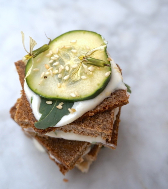 celebrando la revolución con un cucumber sandwich