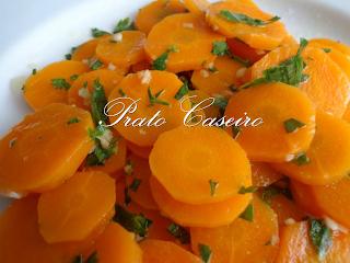 Cenouras com salsa e alho picado