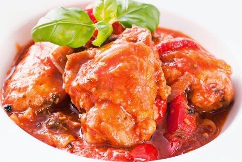 Pollo con Tomate y Puré de Porotos Negros