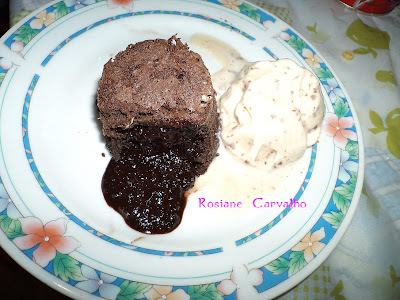 petit gateau de chocolate no microondas
