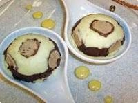merengue de morango com suspiro e chantilly e leite condensado