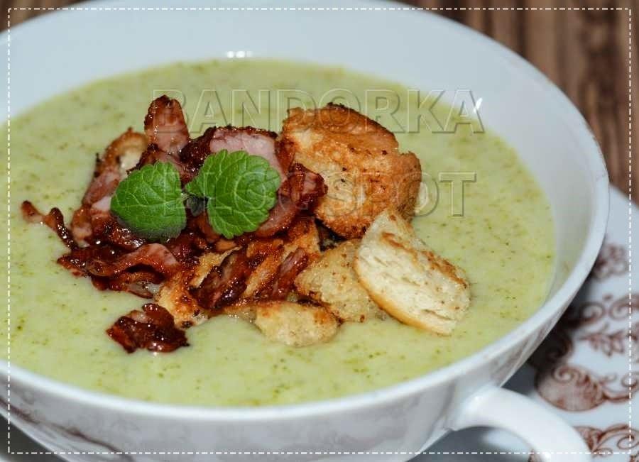 Brokolicový krém s krutónky a anglickou slaninou