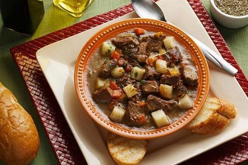 Estofado de carne con patatas y verduras