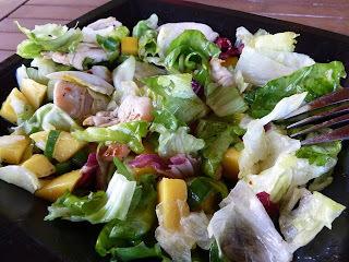 Šalát s mangom a kuracím mäsom