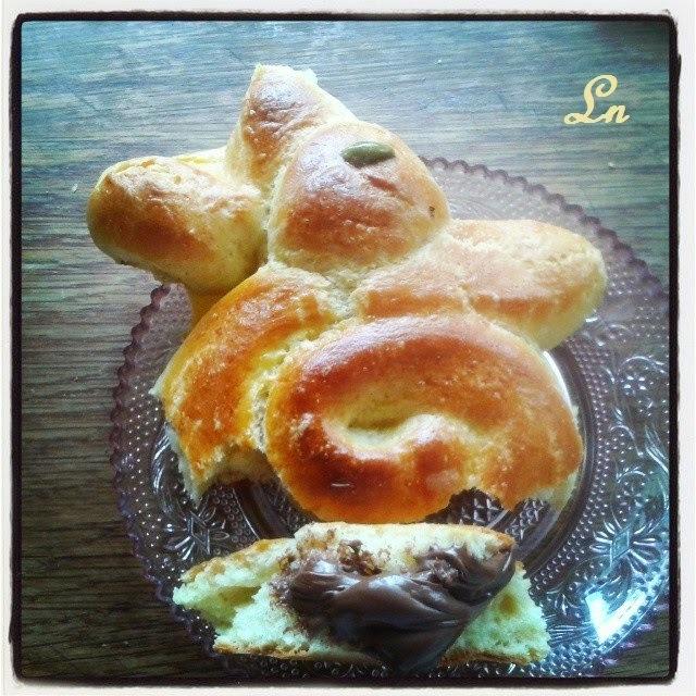 C'est bientot Pâques, le lapinou en brioche pour le goûter , et ode à Dorian mon cuisinier préféré ^^