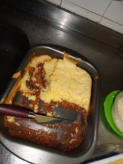 Firme e forte no pão de ló e no queijo cottage