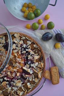 Tarte aux 3 prunes, spéculoos et amandes