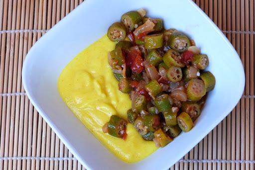 Receita: polenta cremosa com quiabo