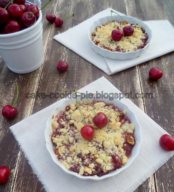 Crumble s trešnjama i orašastim plodovima