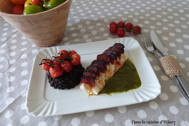Cabillaud en écailles de chorizo et sa sauce verte au persil, riz noir et tomates cerises confites / Cod and its chorizo scale, its green parsley sauce, black rice and candied cherry tomatoes