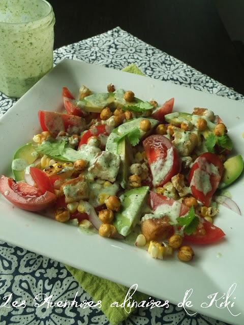 Salade de tomates, d'avocats et de maïs, pois chiches épicés grillés, croûtons à l'ail, vinaigrette crémeuse à la coriandre (ou le titre de recette le plus long!)