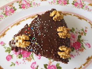 Bolo de chocolate com Recheio de Coco e Nozes, Perfeito !