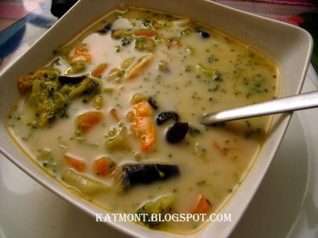 Sopa de camarão com legumes e leite de coco - Soupe thaï aux crevettes et légumes au lait de coco et à la citronnelle