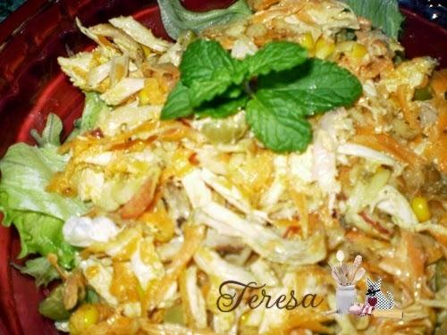 salada com sobra de frango assado
