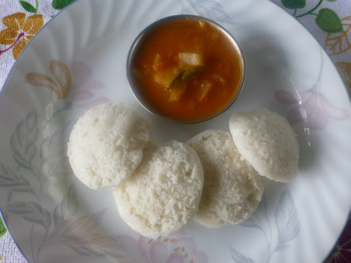 Chettinad Vengayakos/Potato Onion Kurma for Idli/Dosa/Chapati