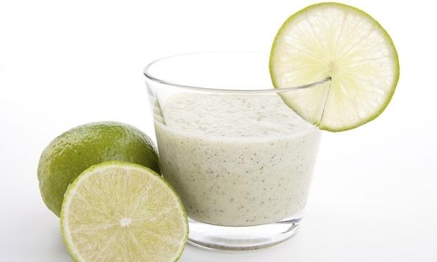Suco de berinjela com limão para emagrecer