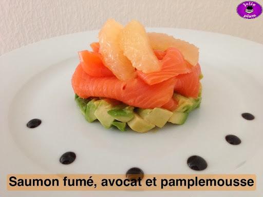 dressage de saumon fume sur assiette