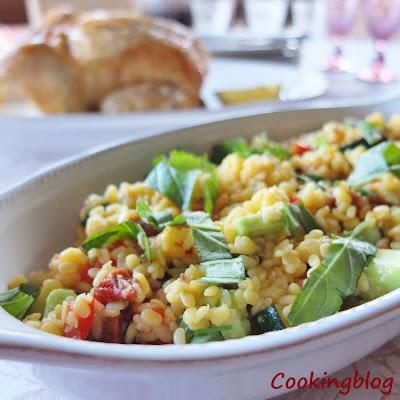 2 limões no frango assado e uma salada de lentilhas, pimento vermelho e ervas
