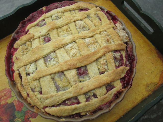 Raspberries and pears cobbler Pie (I go to a Picnic)
