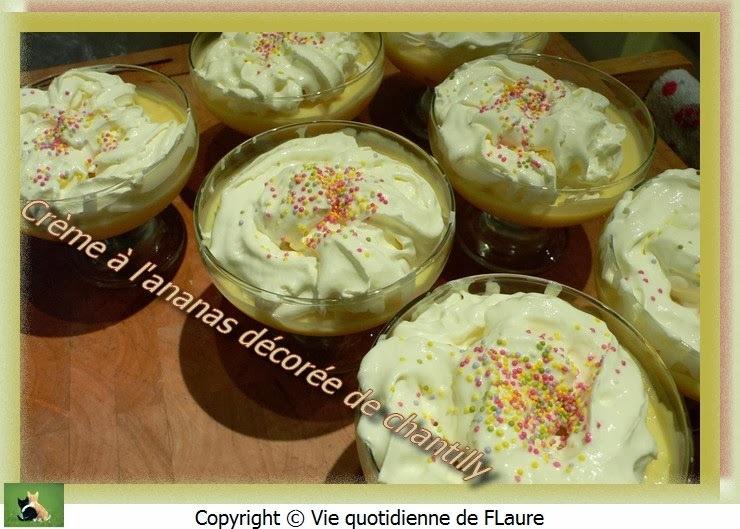 Crème à l'ananas décorée de chantilly