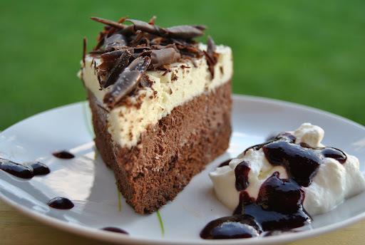Čokoládová torta trojfarebná alebo triple chocolate mousse cake
