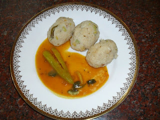 Kaalu Kadubu / Kaalu Kozhukattai -  Steamed Rice Dumplings With Field Beans