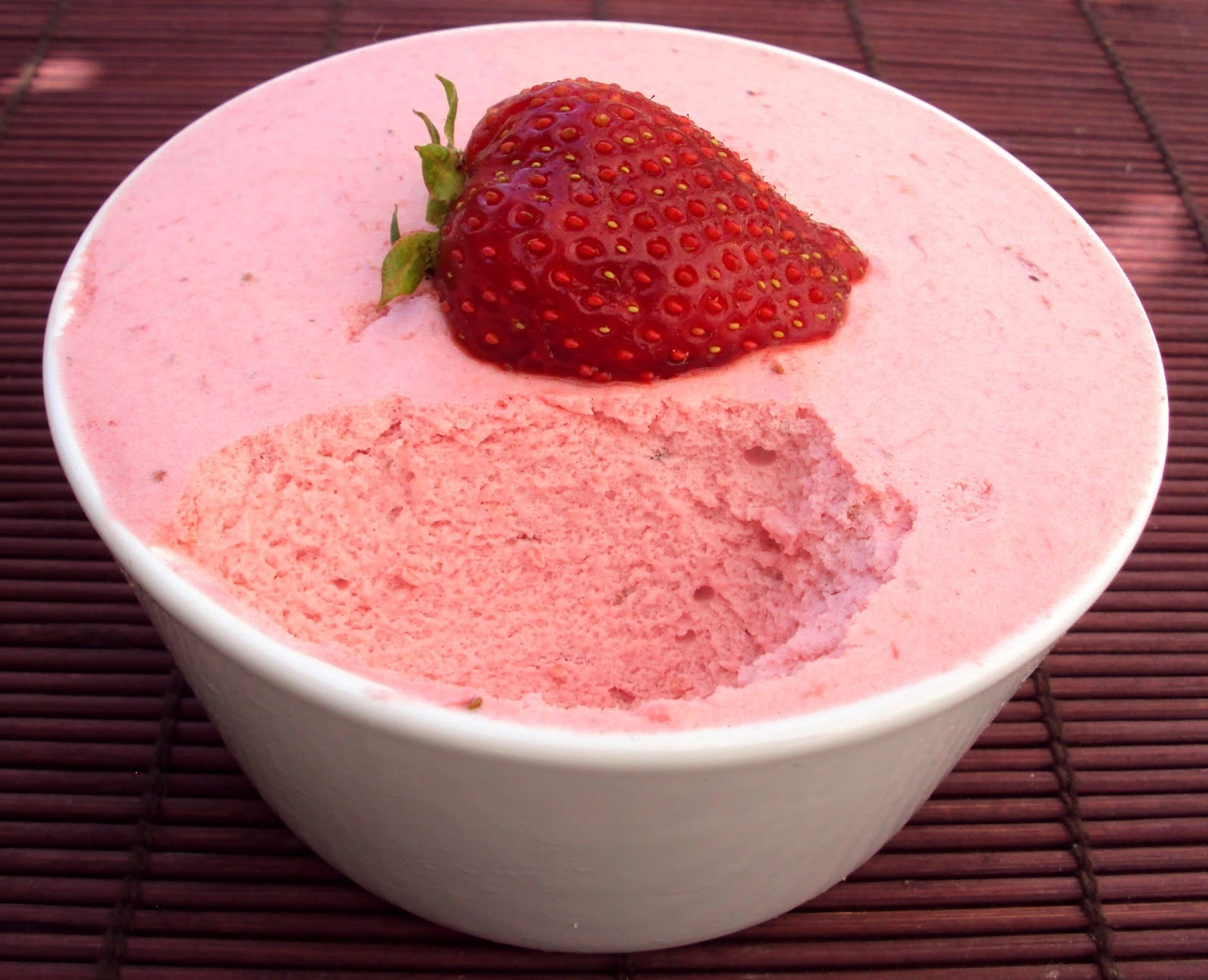 Mousse de morango light, diet e protéico