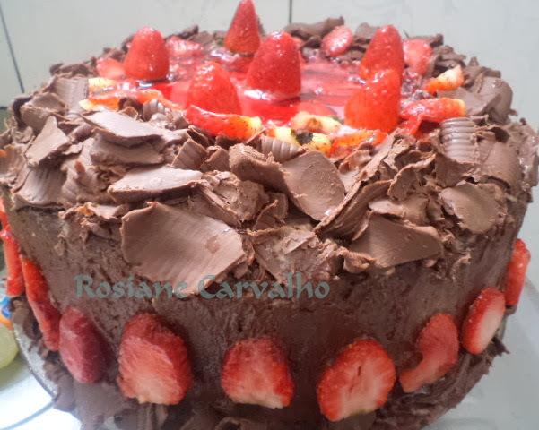 Bolo Alpino de chocolate e morangos